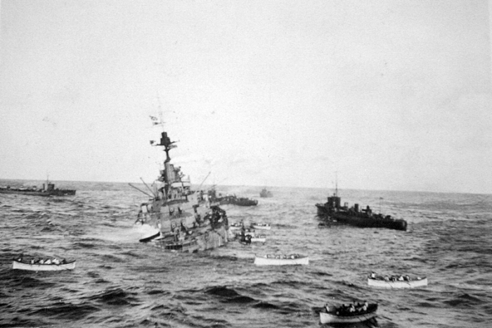 HMS_Audacious_crew_take_to_lifeboats