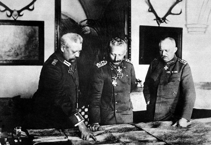 -Hindenburg,_Kaiser,_Ludendorff