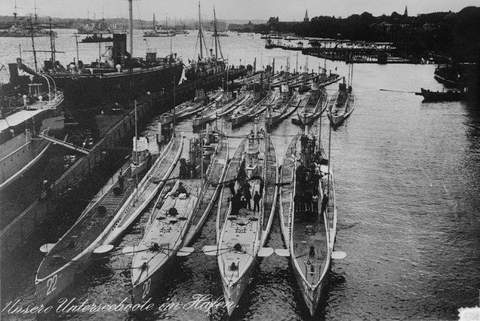 1024px-U-Boote_Kiel_1914