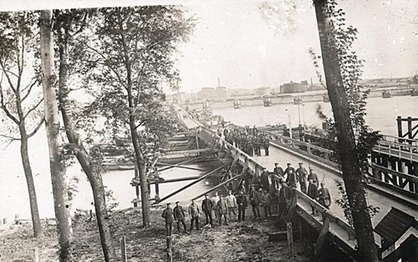 Pontoon bridge over the river Scheldt