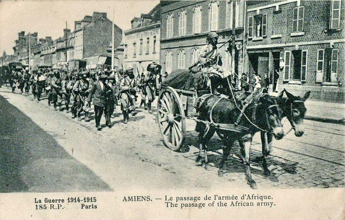 800px-INCONNU_-_La_Guerre_1914-1915_-_AMIENS_-_Le_passage_de_l'armée_d'Afrique_-_185_RP_Paris