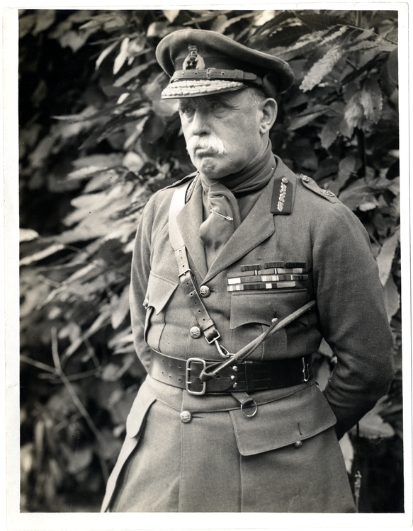 F.M._Sir_John_French,_Commander_in_Chief,_in_France_(Photo_24-309)