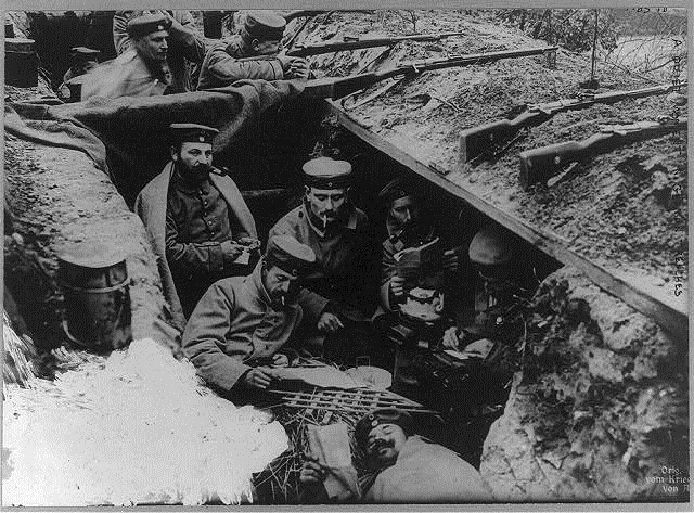 3-- germans reading in the trenches wwi