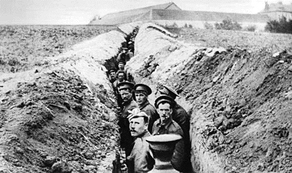ritish-soldiers-lined-up-in-a-narrow-trench-during-World-War-I-516148