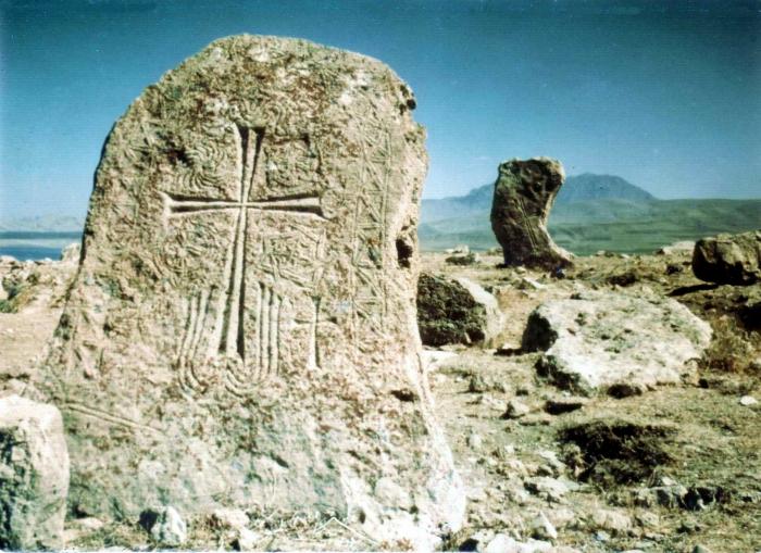 Armenian_gravestones._Lake_Van