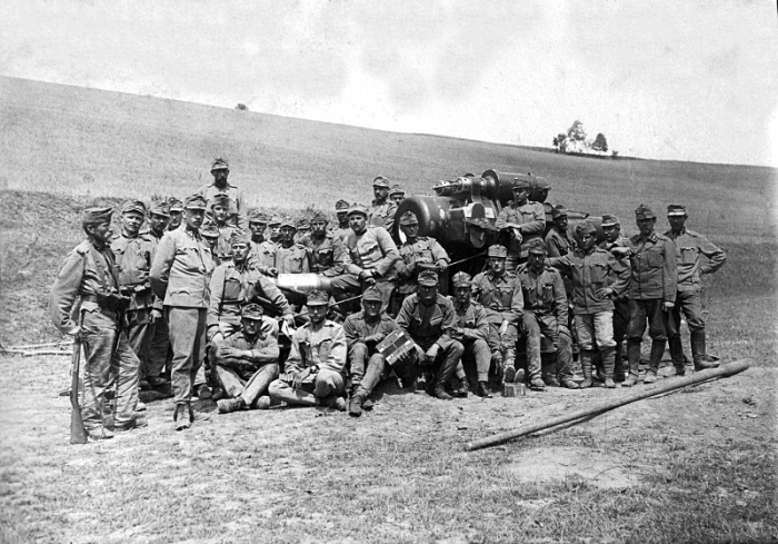 Obsluha_tezkeho_Messeru_u_Horozanky_12.7._1915