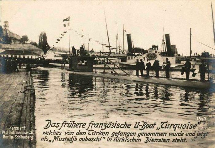 Sous_marin_le_Turquoise_capture_par_les_Turcs_aux_Dardanelles_1915