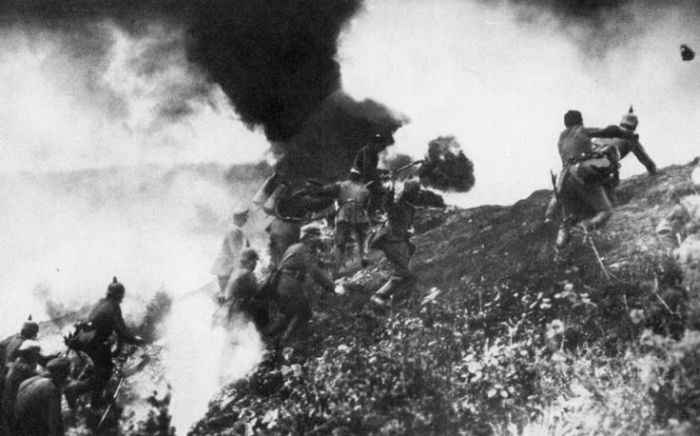 28.1. German infantry assaulting a French position