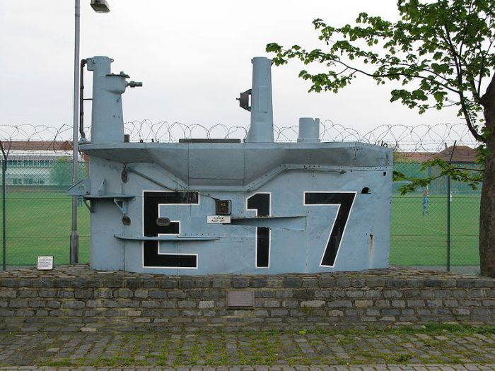6.-E-17_conning_tower