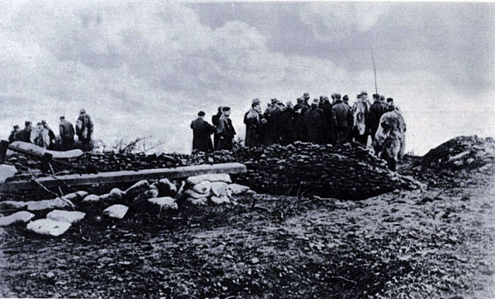 French General Staff surveys Hill 132.jpg