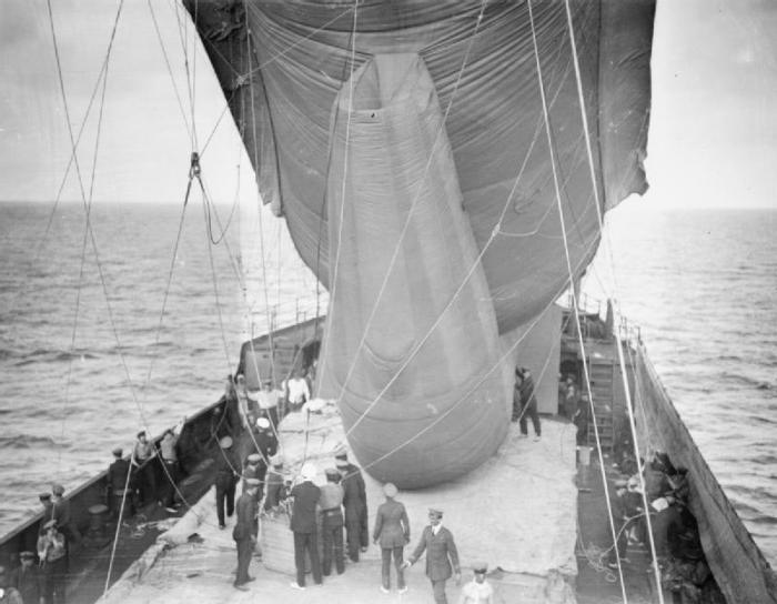 Manica prepares to launch a kite balloon off Gallipoli.jpg