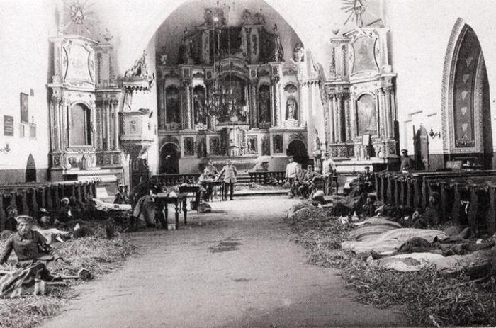 Przasnysz._Lazaret_w_kościele_farnym_1915.jpg