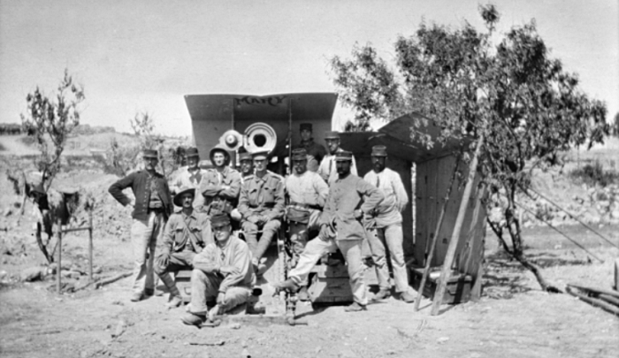 French gunners posed with a howitzer in the Dardanelles
