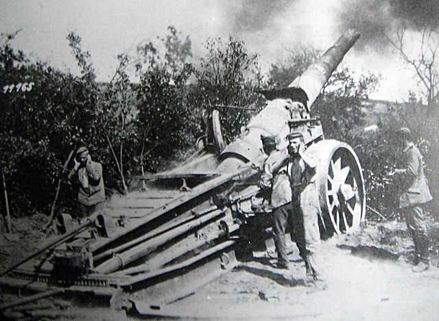 Artillery such as this was used in a new way at Neuve Chappelle as the creeping.jpg
