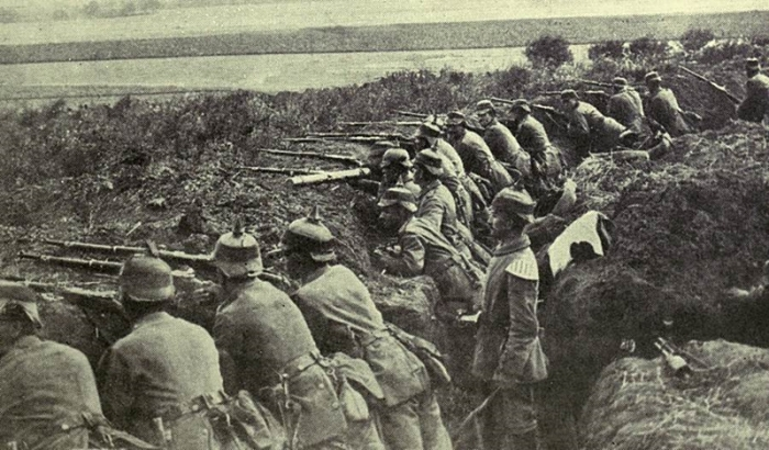 German_Troops_Firing_from_a_Trench_1915.jpg