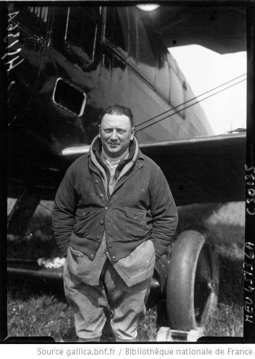 Portrait de Georges Pelletier-Doisy devant son avion à Villacoublay
