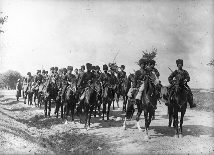Russian cossacks on the front  1915.jpg