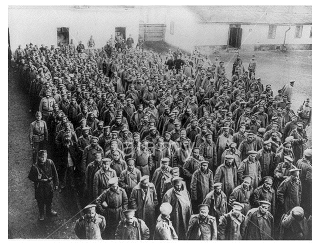 large group of Russian soldiers captured by the defenders of Przemysl.jpg