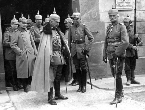 Bundesarchiv_Bild_183-R11105,_Kaiser_Wilhelm_II.,_August_v._Mackensen_crop