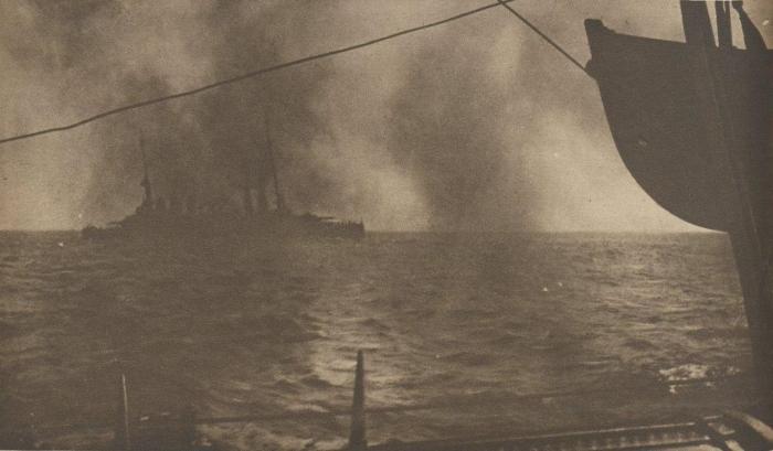 19.3.c Cuirasse_le_Danton_peu_apres_son_torpillage_1917