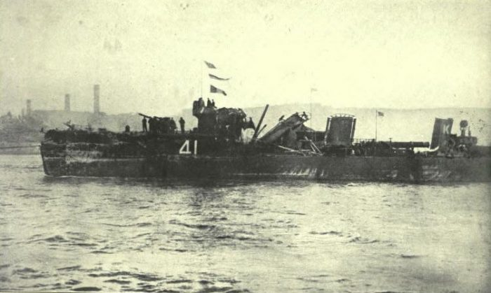 FIJ-47-HMS-Spitfire-entering-the-Tyne-on-2nd-June-1916-showing-damage-caused-by-light-cruiser-fire