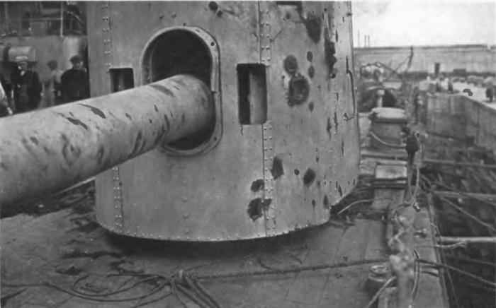HMS_Warspite_No_7_6_inch_gun_after_Jutland