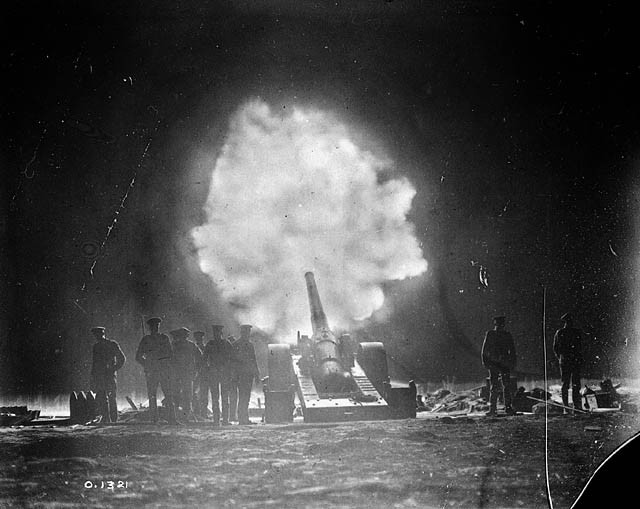 Naval_gun_firing_over_Vimy_Ridge