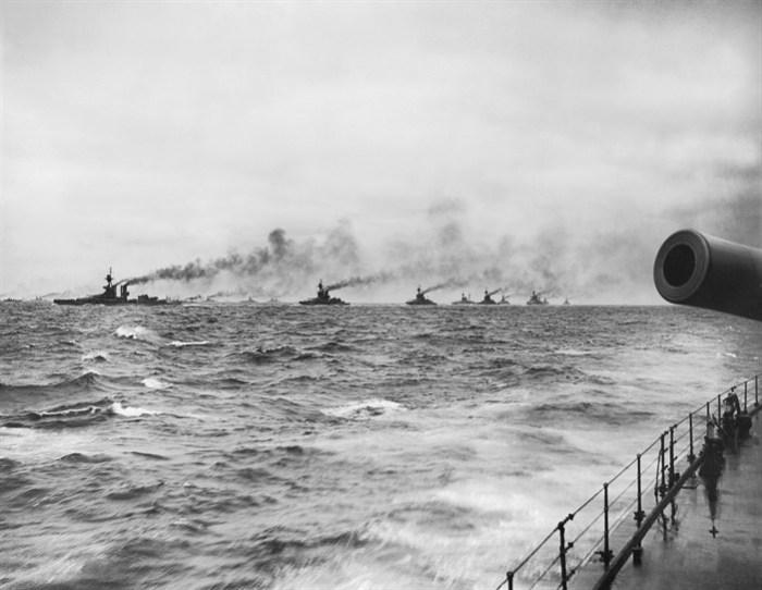 lyness_jut_the_grand_fleet_cruising_in_line_abreast_columns_north_sea_assume_may_1916_q_18121_701x543