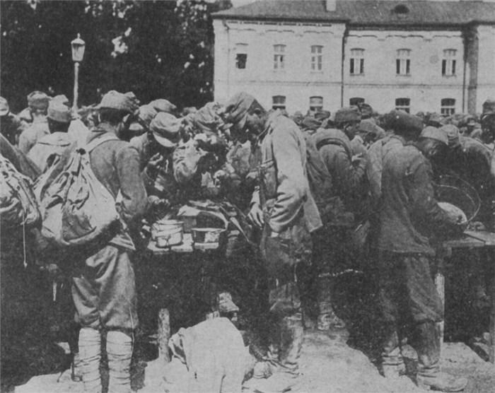 12.8bbb _austrian_prisoners_01
