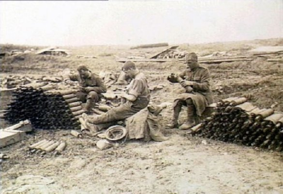 18a British Troops Working With Stokes Bombs Ovillers 1916
