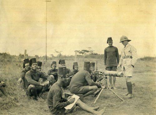 30.8d 2nd-kar-recruits-machine-gun-class-kar-lines-nairobi-b-e-a-march-1916-copyright-harry-fecitt-all-rights-reserved