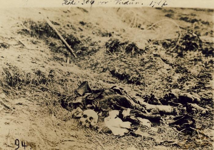 14.3. Dépouille d'un soldat la Côte 304