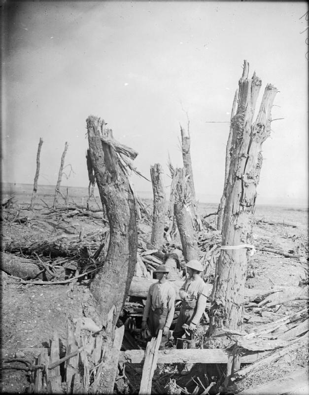 30.9aaa British_soldiers_in_wrecked_German_trench_