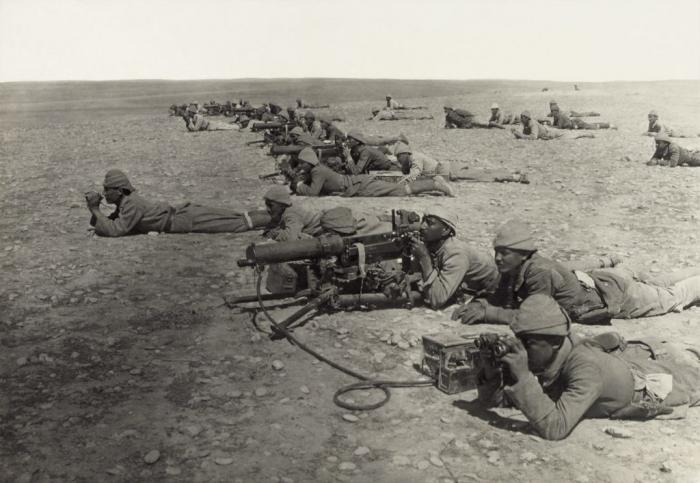 Machine_gun_corps_Gaza_line_WWIb_edit2