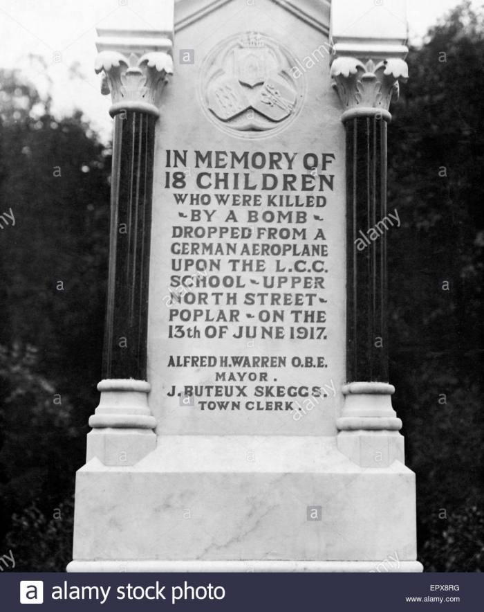 memorial-to-the-18-children-of-the-upper-north-street-school-who-were-EPX8RG