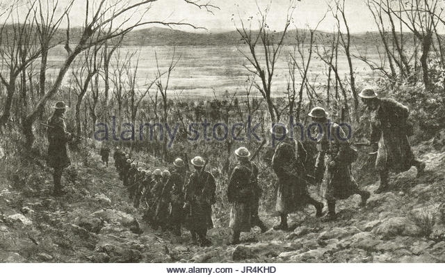 B1 british-troops-going-forward-along-the-piave-river-to-trenches-italian-jr4khd
