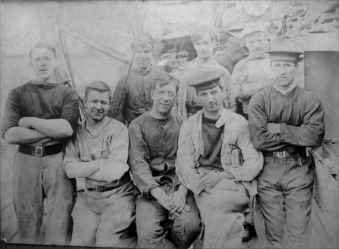 F4 HMS_Patridge_crew