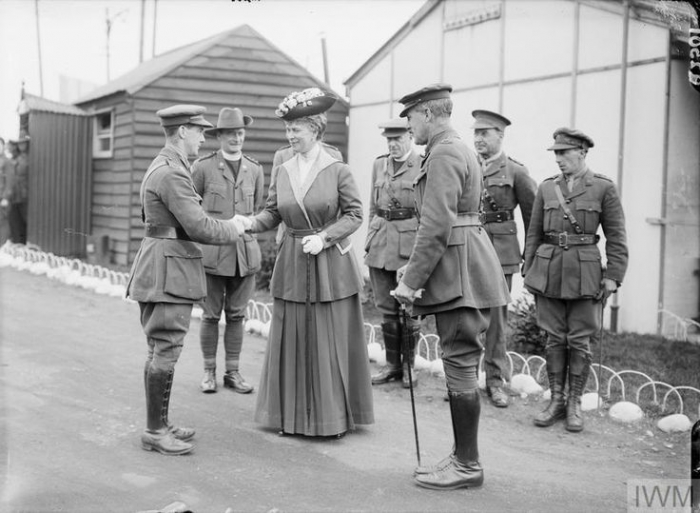 THE OFFICIAL VISITS TO THE WESTERN FRONT, 1914-1918 (Q 2501) Officers of the Australian Army being presented to the Queen Mary of Teck at a hospital in Boulogne, 6th July 1917. Copyright: © IWM. Original Source: http://www.iwm.org.uk/collections/item/object/205078872