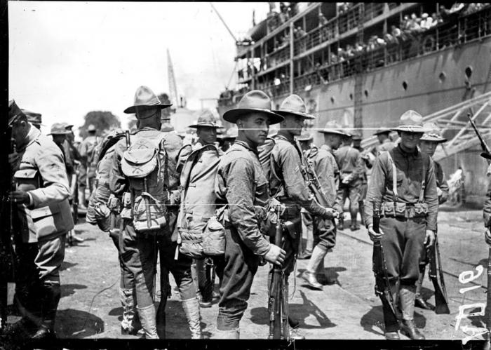 2.7a le-debarquement-des-americains-a-saint-nazaire-en-1917-r-1200-0