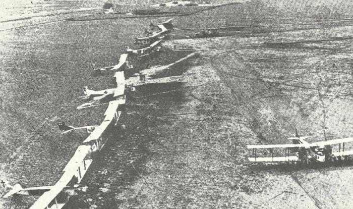 28.9.a Gotha-bomber-vor-start