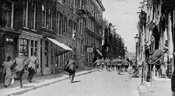 3.7.cc Potato_revolt_police_Aardappeloproer_politie_1917