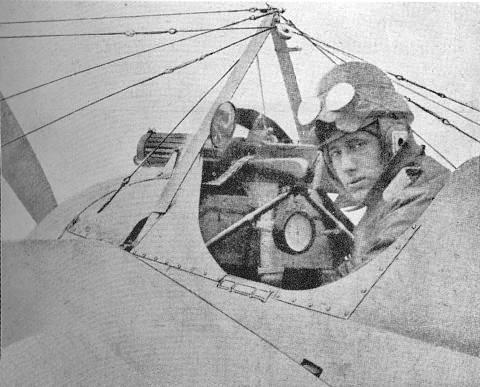 8.9.c 1917-ivan-smirnoff-sedi-v-morane-saulnier-i