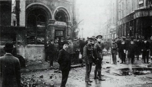 17.2 Poškození od bomby na křižovatce ulic Wellington St a Exeter St.