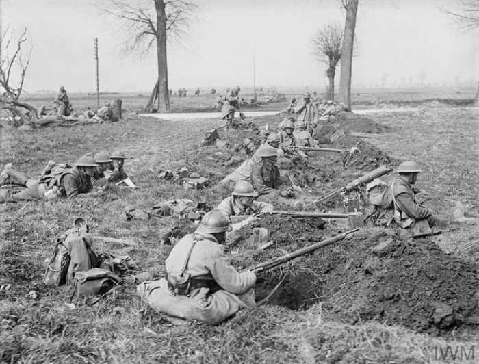 THE GERMAN SPRING OFFENSIVE, MARCH-JULY 1918 (Q 10812) Actions of the Somme Crossings. Infantry of the French 22nd Division and British 20th Division (possibly the 12th Battalion, the Rifle Brigade) man a line of newly scraped rifle pits covering a road, near Nesle, 25th March 1918. Copyright: © IWM. Original Source: http://www.iwm.org.uk/collections/item/object/205216441