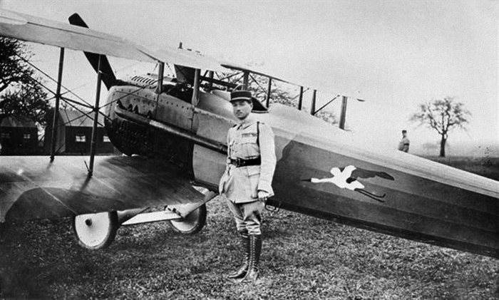 5.2a René Fonck with a SPAD S.XII Canon fighter.