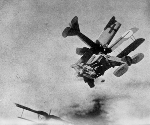 6.3a WWI dogfight from Death in the Air The War Diary and Photographs of a Flying Corps Pilot