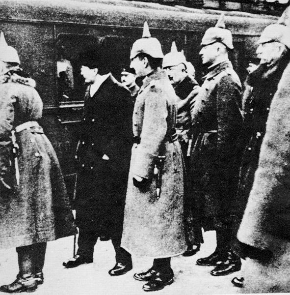 7.1.d Trotsky greeted by German officers