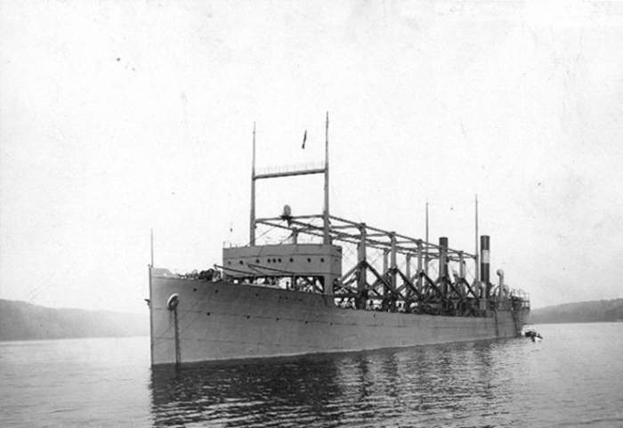 USS_Cyclops_in_Hudson_River_19111003