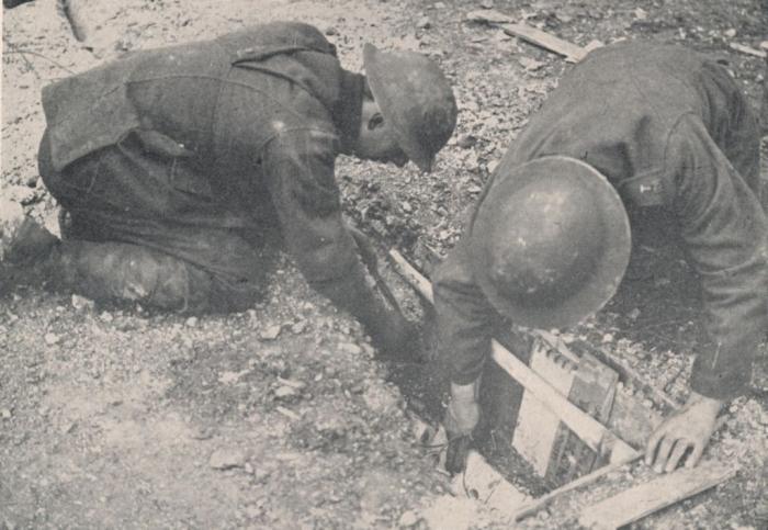 A1 British_sappers_mining_road_at_Robecq_April_1918