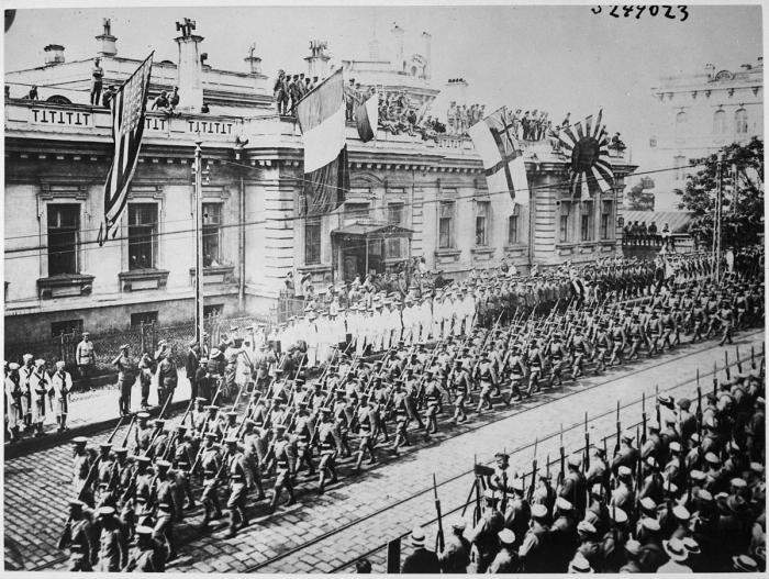 B3 Wladiwostok_Parade_1918